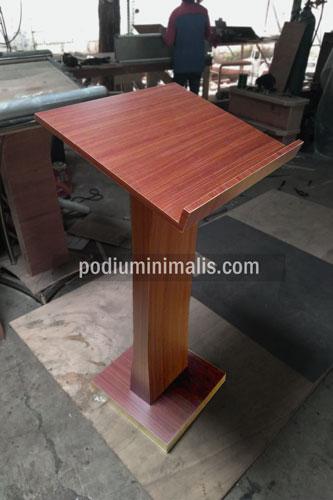 podium kayu minimalis