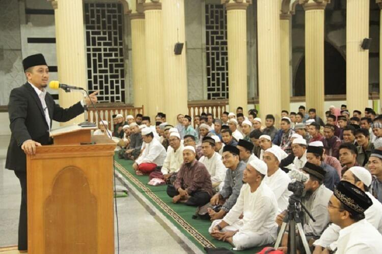 Read more about the article Mengenal Ceramah Beserta Jenis Ceramah : Informasi Untuk Anda!