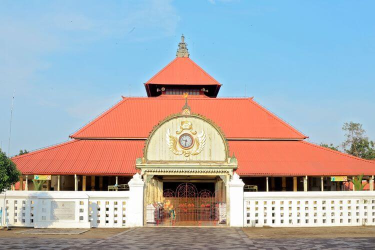 Masjid Gedhe Kauman, Sumber : travel.kompas.com