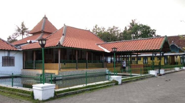 Masjid Pathok Negoro Plosokuning, Sumber : jogja.tribunnews.com