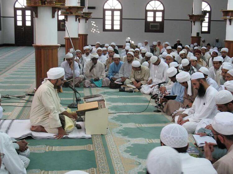 Read more about the article Keutamaan Menghadiri Majelis Ilmu, Apa Saja?